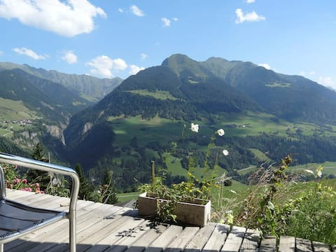 Studio avec vue sur les montagnes