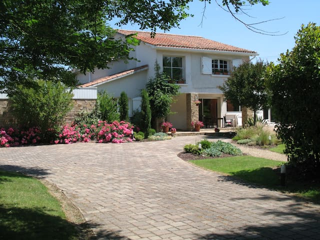Beautiful house with pool  - Bressuire - Bed & Breakfast