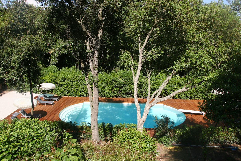 Der hauseigene Pool in Mitten des Korkeichenwaldes
