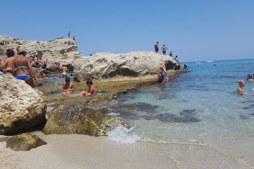Una delle 10 spiagge più belle di Italia a meno di 500 metri dalla struttura B&B Baia di Riaci Tropea.