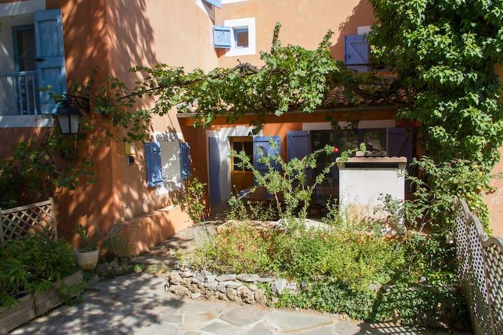 Gite de la Sauge 6-13 pers Provence Piscine