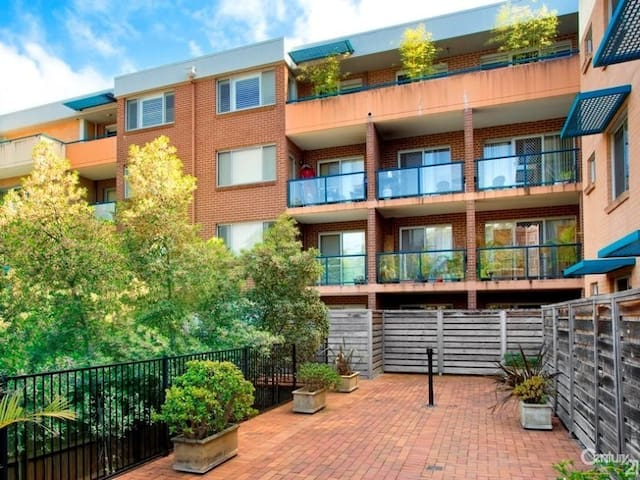 Dee Why modern furniture apartment - Dee Why - Lejlighed