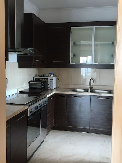 Full Service Kitchen with Stove, Oven, Toaster
