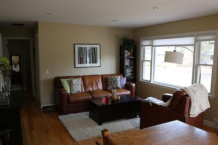 Cozy clean home near UW Hospital. - Madison - Ház