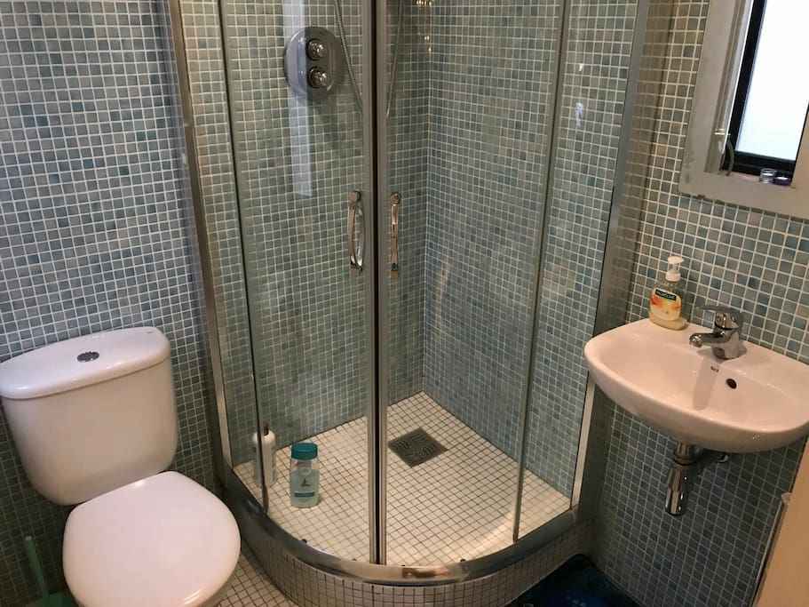 private shower ad toilet