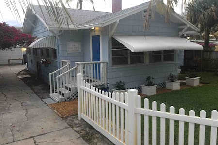 2 BR Bungalow with Kayaks in Downtown Lake Worth