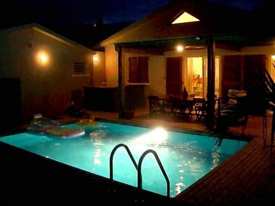 Vue piscine de nuit