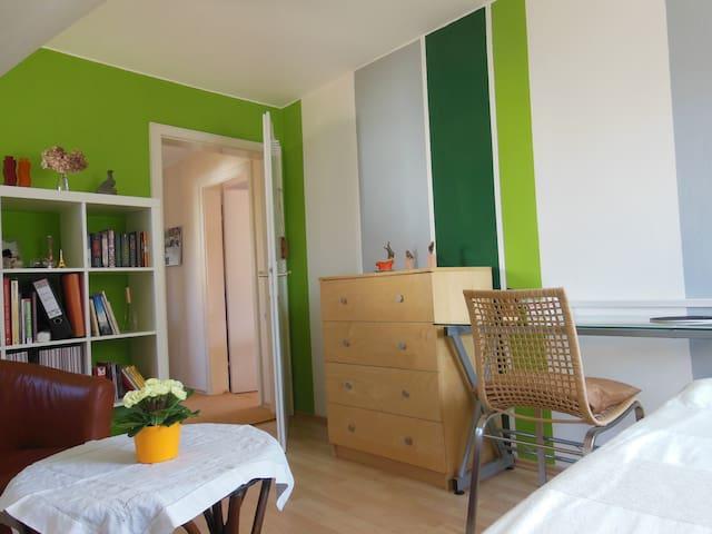 Zimmer in sehr gemütlichem Haus - Nehren - Casa