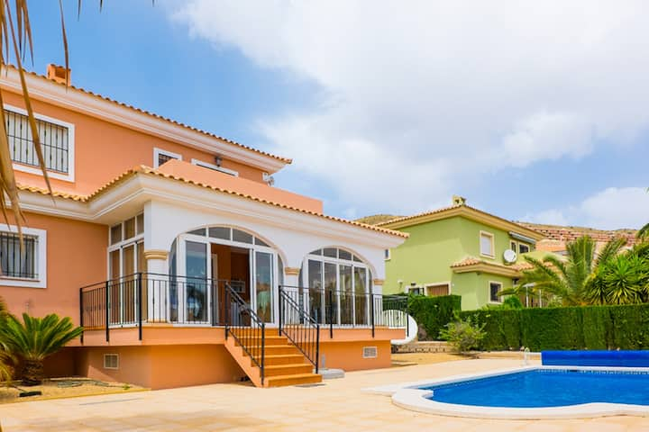 Modern holiday villa with privete pool for 8 guest