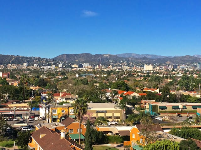 Awesome 2-Bdr/Hollywood Sign Views