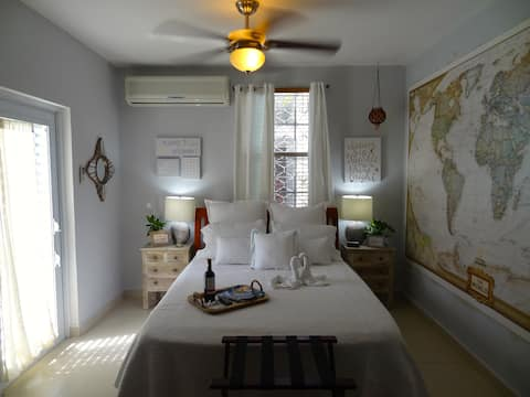 Cozy 2BR House w/Free St. Parking in PUERTO NUEVO
