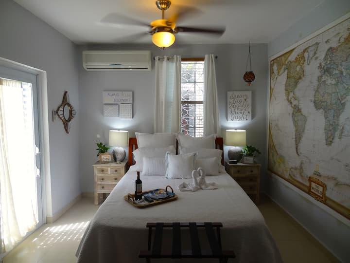 Cozy 2-Bedroom House w/Parking