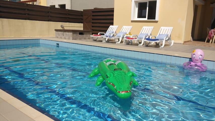 11m x 5m Private Pool