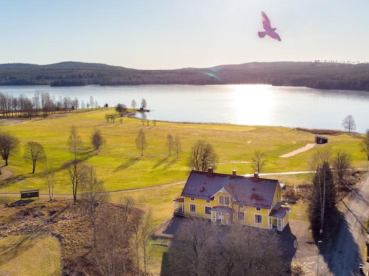 Gulavillan granne med Hofors GK och naturen