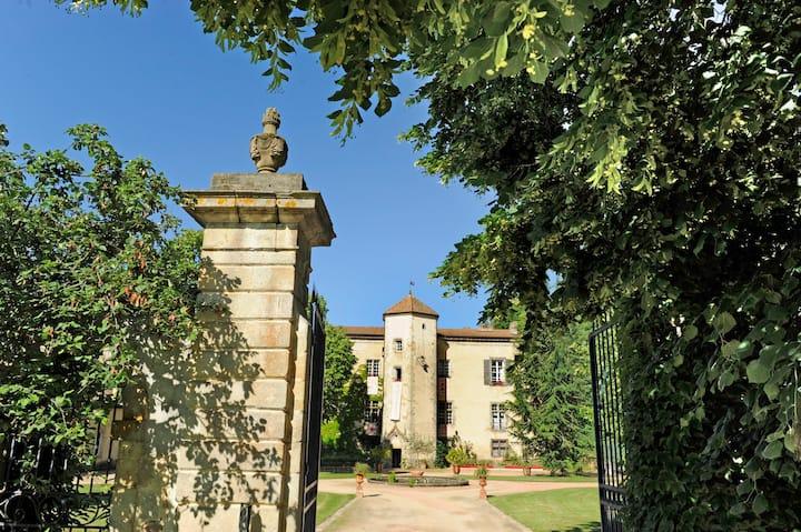280sqm accomodation in a château