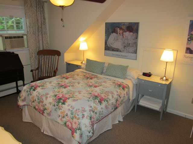 Upstairs 2 bedroom suite with bathroom - Park Ridge - Huis