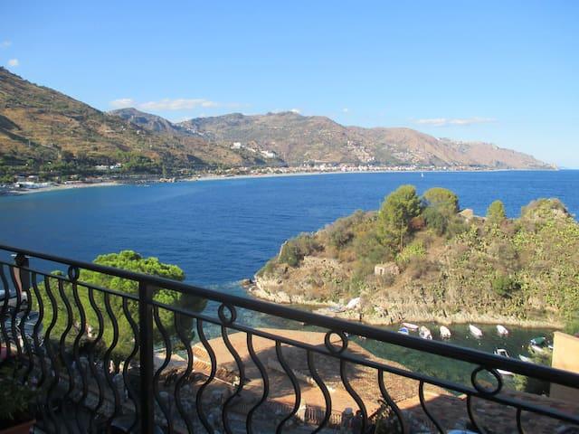 Apartment facing the sea Taormina!