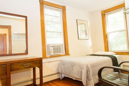 Room for One Between BWI and Harbor - Baltimora - Bed & Breakfast