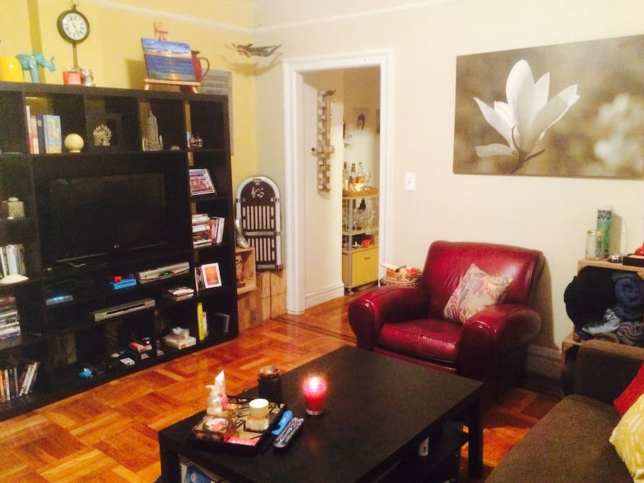 Chic clean and comfortable flats for rent in astoria for Aki kitchen cabinets astoria ny