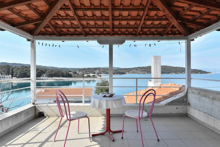 Apartment on the island Solta