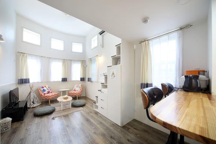Kume#102 とてもおしゃれな那覇市内のマンション!最大6人まで宿泊可能!ご家族や友達でどうぞ!