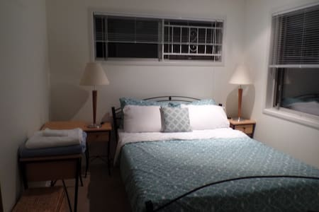 Lovely room in Quiet, leafy suburb - Chapel Hill