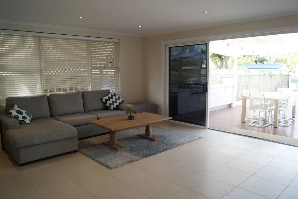 Adjoining the kitchen and dining area a comfort lounge with an impressive 60 inch TV and Wifi for chilling out after a day at the beach.