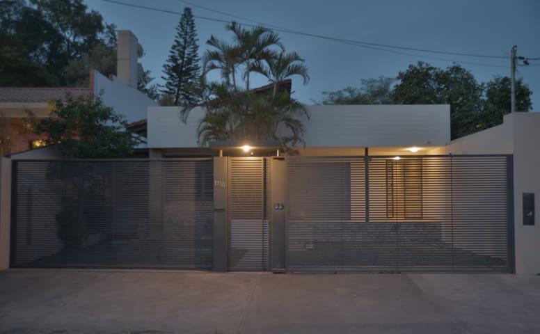 Localización perfecta, hogar confortable. - Asunción - Domek gościnny