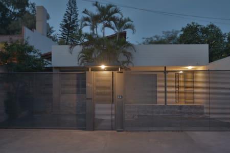 Localización perfecta, hogar confortable. - Asunción - Gästehaus