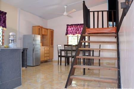 D'Bendang Homestay - Tanjong Karang - House