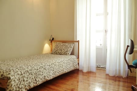 Nice and confortable room. - Lisbon - Apartment