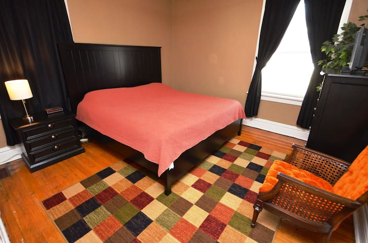 Southwest Gardens Apartment 1W  (King Bed)