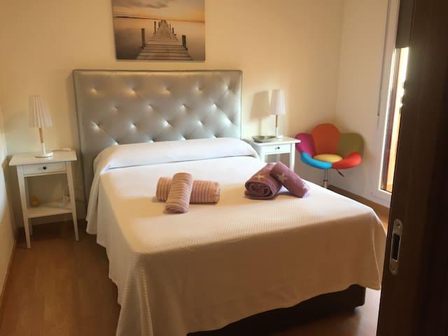 HABITACION PRIVADA en apartamento a pie de playa.