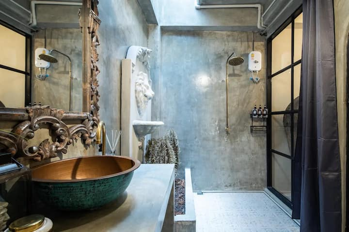 Industry chic house newly renovated in city