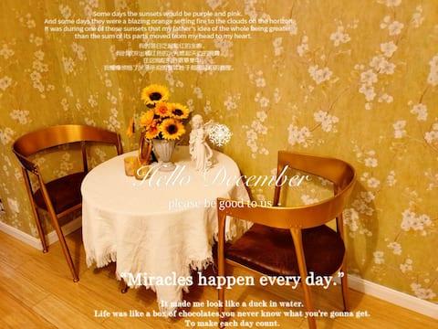 【金曜日】Bling梦幻时尚 拍照摄影 兼具私人影院 简约现代 温馨浪漫 乳胶大床 国购广场