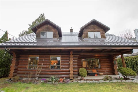 Cloudraker Cabin, a 4 Bedroom Log Home in Squamish