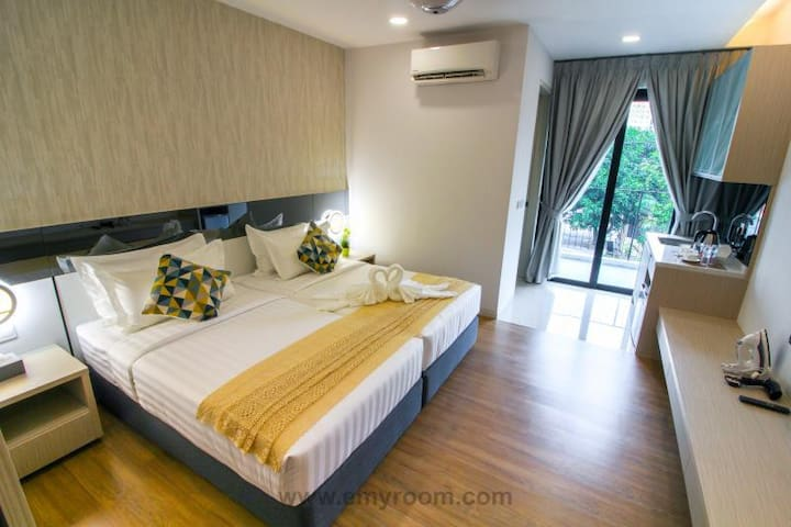Tropical Villa Luxury Studio Suites for 4 pax WIFI