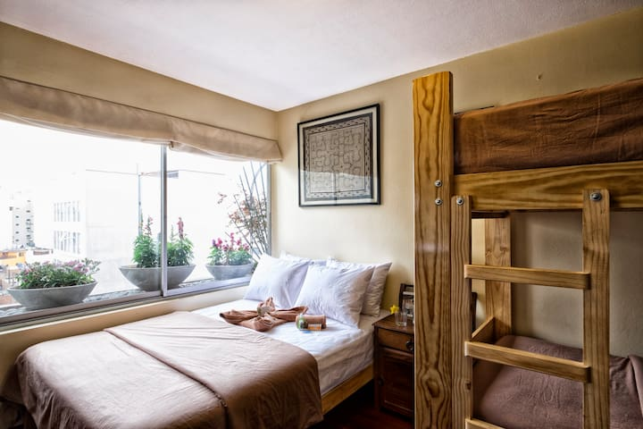 Private Room & Bath! Clean, large, next to Ocean! - Miraflores - Appartement