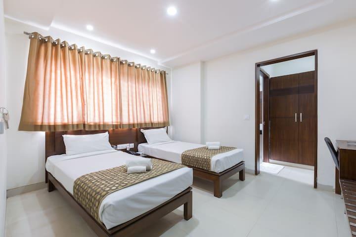 Sanctum RMV @ Budget - Twin beds, WiFi, Buffet BF