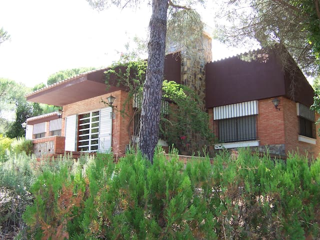 Casa de campo en Los Pinos de Valverde