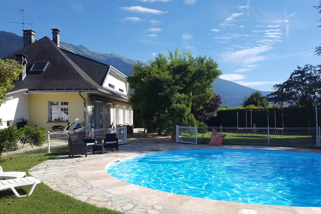 Chambres dans villa villas for rent in gilly sur is re for Piscine gilly sur isere