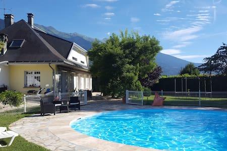 Chambres dans Villa - Gilly-sur-Isère - วิลล่า