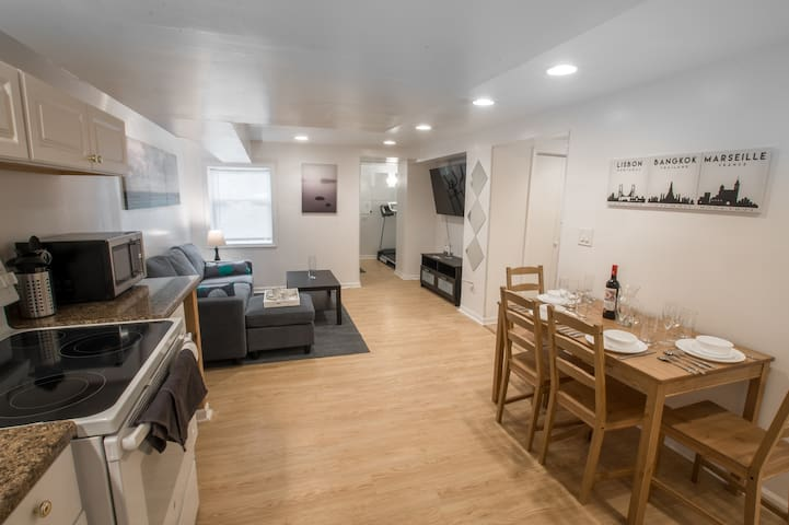⭐️Luxury Suite w Gym & Parking by Dtwn Evanston⭐️