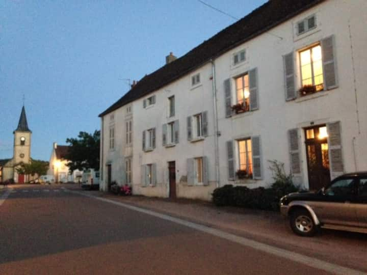 Grand family home in the heart of Burgundy!