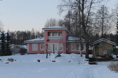 Private rooms 2-4 persons in lakeside Villa - Lahti - Dům