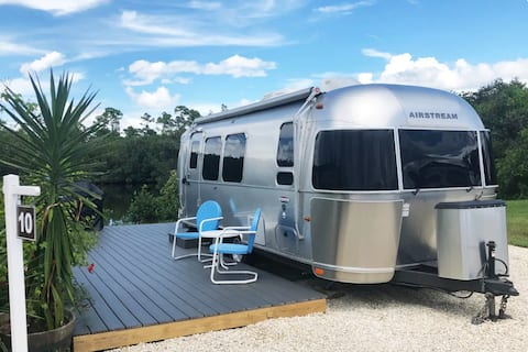 Airstream in Mint Condition / 23 ft - Water and fishing out back!