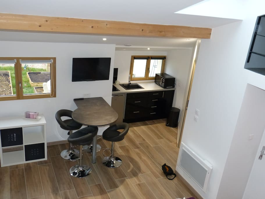 petit loft avec mezzanine lofts for rent in dijon bourgogne france. Black Bedroom Furniture Sets. Home Design Ideas