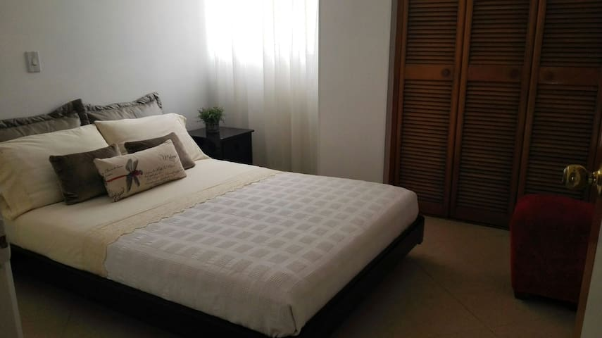 Comfortable and spacious room in Laureles.