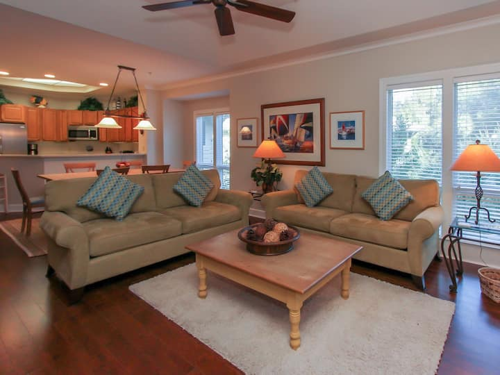8122 Wendover Dunes ~ Spacious 2BR Villa with Screened Porch & Short Walk to the Beach!