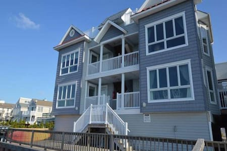 Gorgeous condo on the Bay in Stone Harbor - dock!